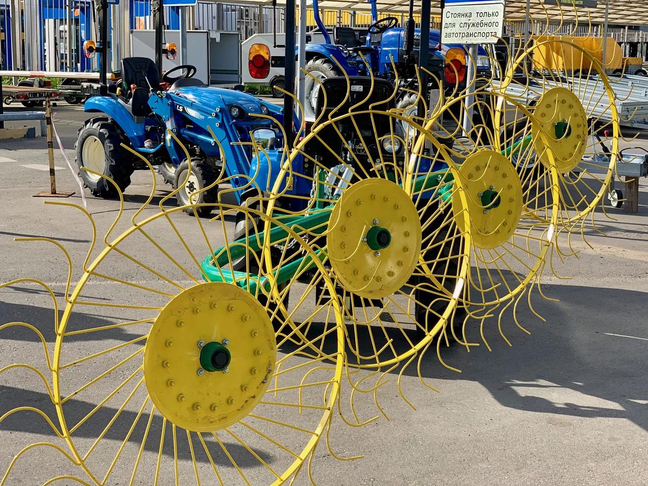 применение тракторных граблей-ворошилок — рассматриваем все нюансы